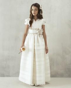 Vestido de comun ión Hannibal Laguna 1.450€ (catálogo de El Corte Inglés).