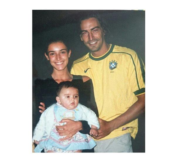 La madre, el padre y la hija. Foto de 1998 que Blanca Romero subió a su cuenta de Instagram