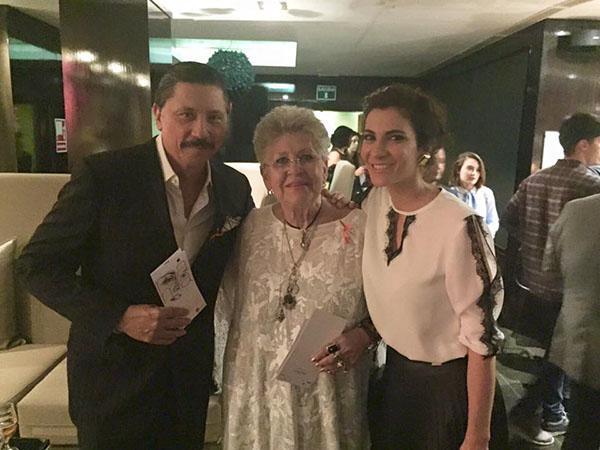 Carlos Bardem con Pilar Bardem y Cecilia Gessa. © Carlos Bardem