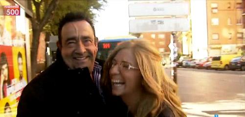 Con su padre, después de que le dijera que quien le estaba preguntando era... su hija