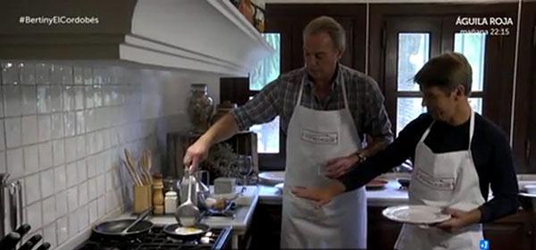 También les dio tiempo a... cocinar huevos fritos