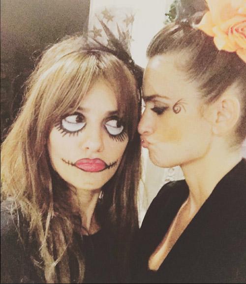 Mónica subió a su Instagrama esta foto con su hermana. @monicacruzoficial