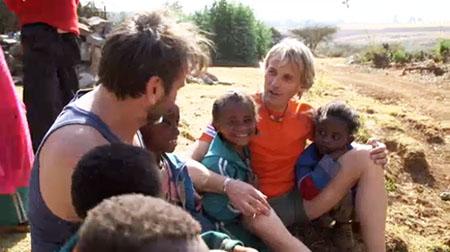 tejero con los ninos de etiopia