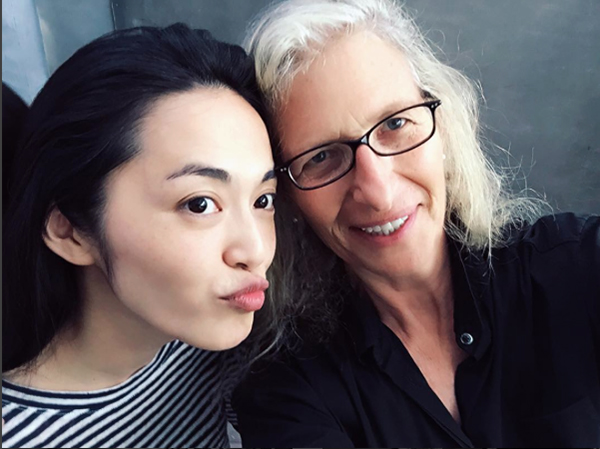 Annie Leibovitz con la actriz Yao Chen. Foto: Instagram