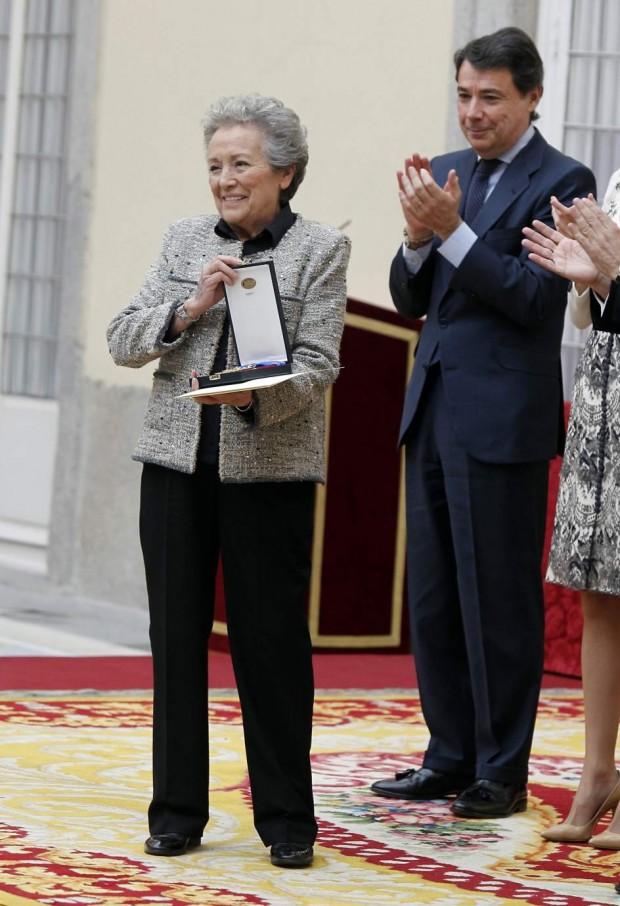 En diciembre de 2012 Amparo Baró recibió la Medalla de Oro al Mérito de las Bellas Artes 2013