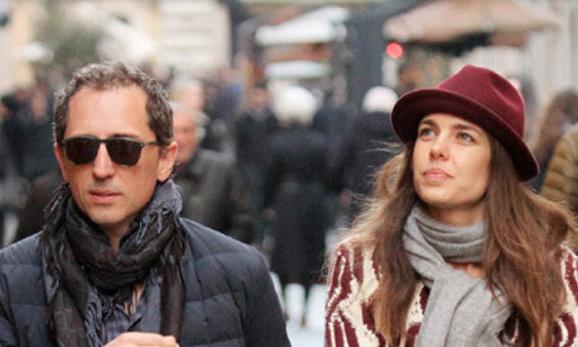 Con el actor cómico Gad Elmaleh, padre de su hijo. © Gtres