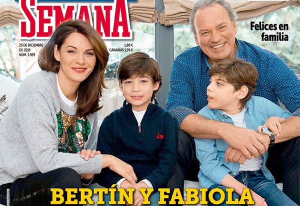 Bertín y su mujer, Fabiola, con sus dos hijos, Kike, de casi nueve años, y Carlos, de 7