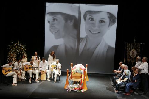Capilla ardiente de la actriz Lina Morgan en el Teatro de la Latina de Madrid, que fue su teatro. © Gtres