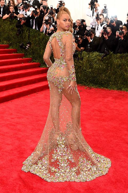 Hay quien ha comparado su vestido de Pronovias con el de Beyoncé en la Gala Met. ¿Se inspiró Hervé Moreau en el Givenchy que llevó Beyoncé?