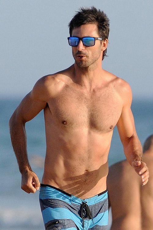 Hugo Silva luciendo cuerpo en las playas de Cádiz, en verano de 2015. © Gtres