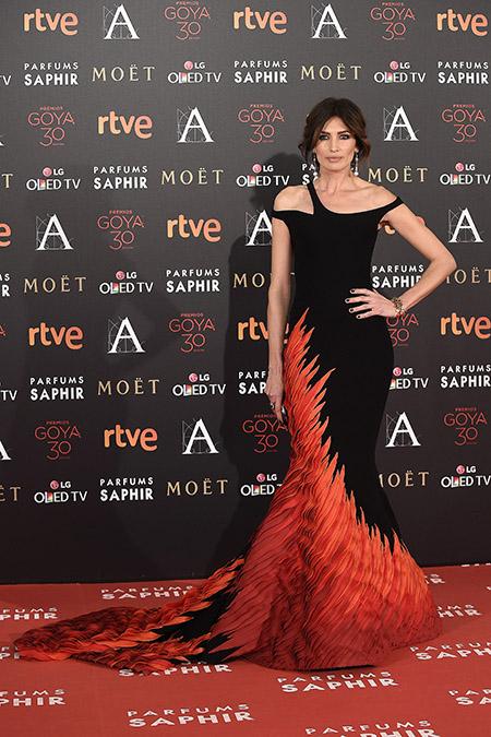 Nieves Álvarez, con un precioso vestido de Georges Chakra