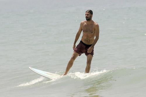 El surf es uno de sus deportes favoritos © Gtres
