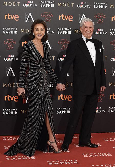 Estos Goya también serán recordados por la presencia de la reina de corazones: Isabel Preysler acompañó a Mario Vargas Llosa.