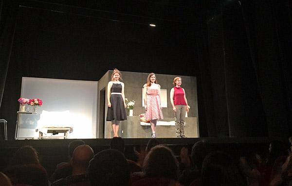 Ana Otero, Ana Rayo y Marian Aguilera en el estreno de 'Memoria o desierto' en Madrid.
