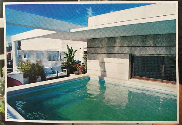 La piscina privada de Ana Boyer y Fernando Verdasco, en la portada de Hola.