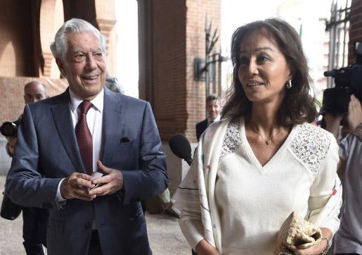 Mario Vargas Llosa e Isabel Preysler esta semana, en Las Ventas. © Gtres