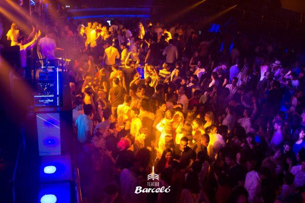 Interior de la sala Barceló, un día de fiesta