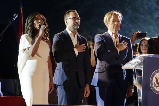 Vanessa Williams interpreta el himno de EE.UU