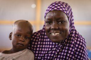 UNICEF Chad/2016/Bahaji . Yande y Alhadj juntas en el colegio.
