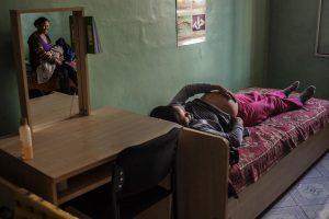 © UNICEF/UNI134442/Sokol En instalaciones como las de la Casa Materna de Mörön, Mongolia, donde Munkchimeg se prepara para dar a luz, se puede encontrar asesoramiento sobre lactancia para madres primerizas.