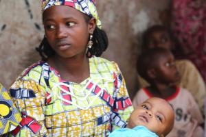 Kulsumi con su hijo. Foto: UNICEF/A.Brecher