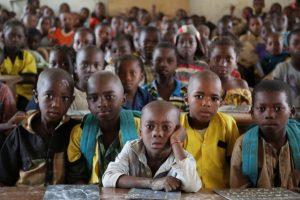 Más de 200 alumnos en una sola clase. No es una imagen inusual en el este de Camerún Photo: UNICEF/A.Brecher