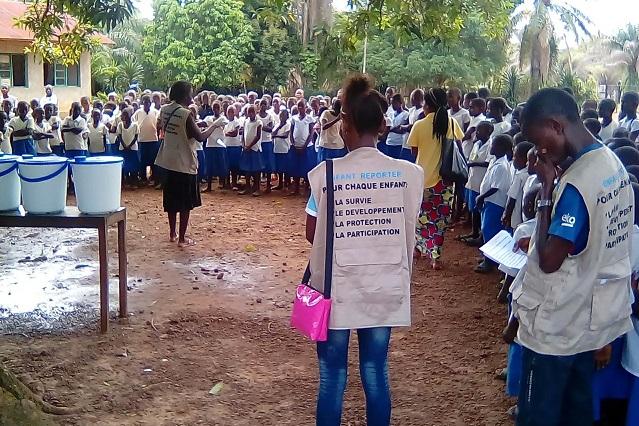 Los jóvenes reporteros de Bikoro se movilizan contra el ébola