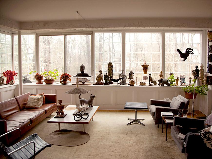 El salón de la casa de Irving Harper - www.hermanmiller.com