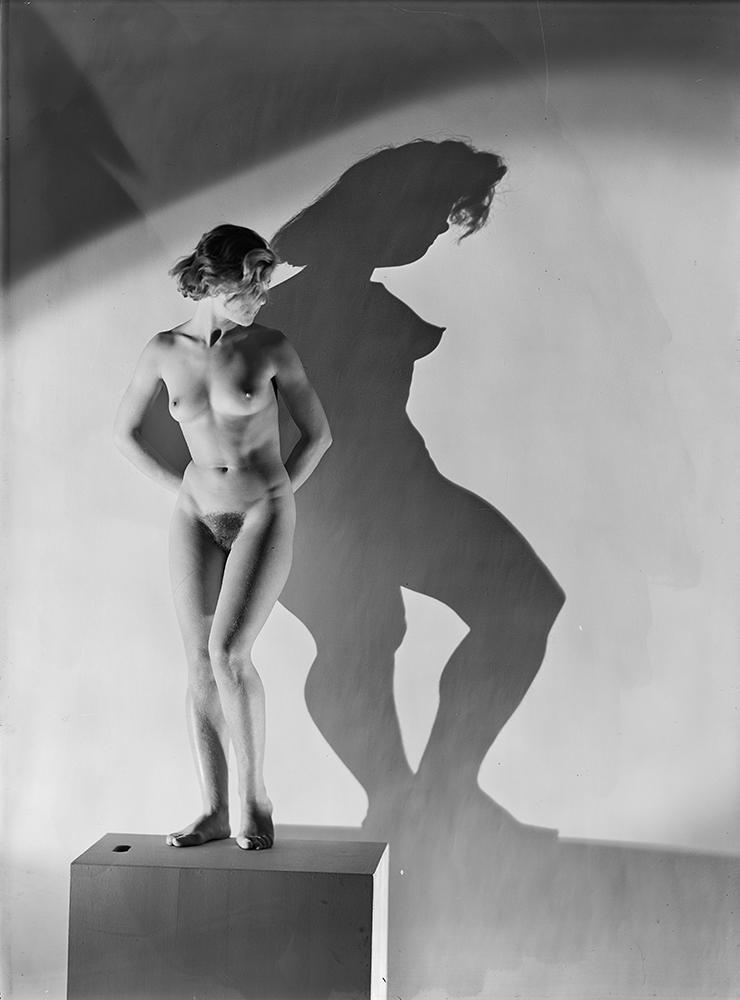 Dora MAAR, 'Untitled [Assia]', 1934 - © Centre Pompidou, MNAM-CCI, Dist. RMN-Grand Palais / Georges Meguerditchian © Adagp, Paris 2015