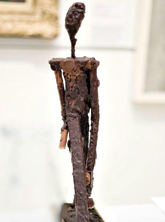 Escultura de Giacometti en chocolate y galleta - Iona Hughes