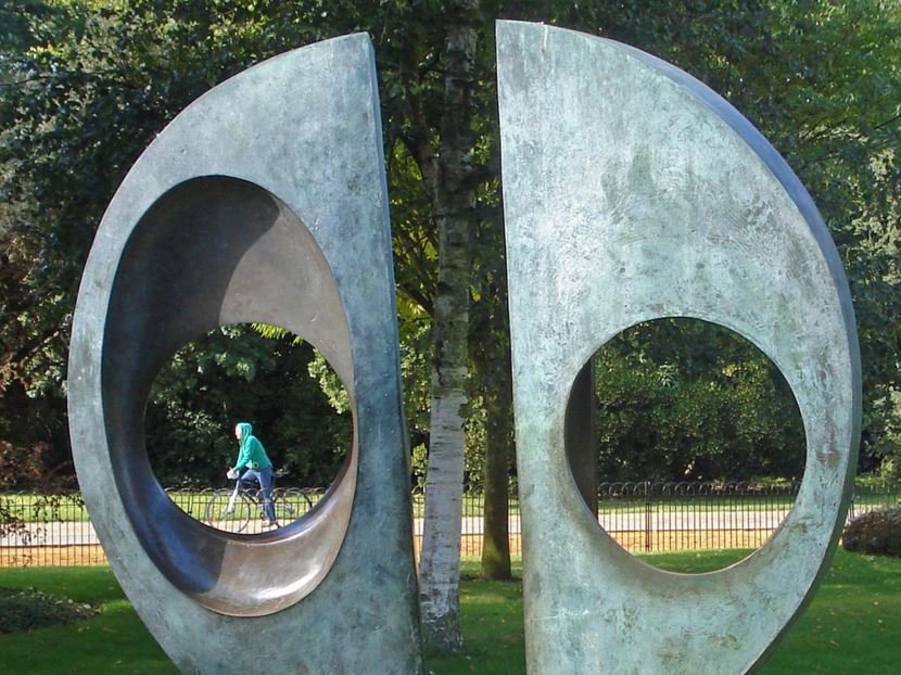 Two Forms (Divided Circle), Barbara Hepworth, 1969, Dulwich Park, London © Diamond Geezer