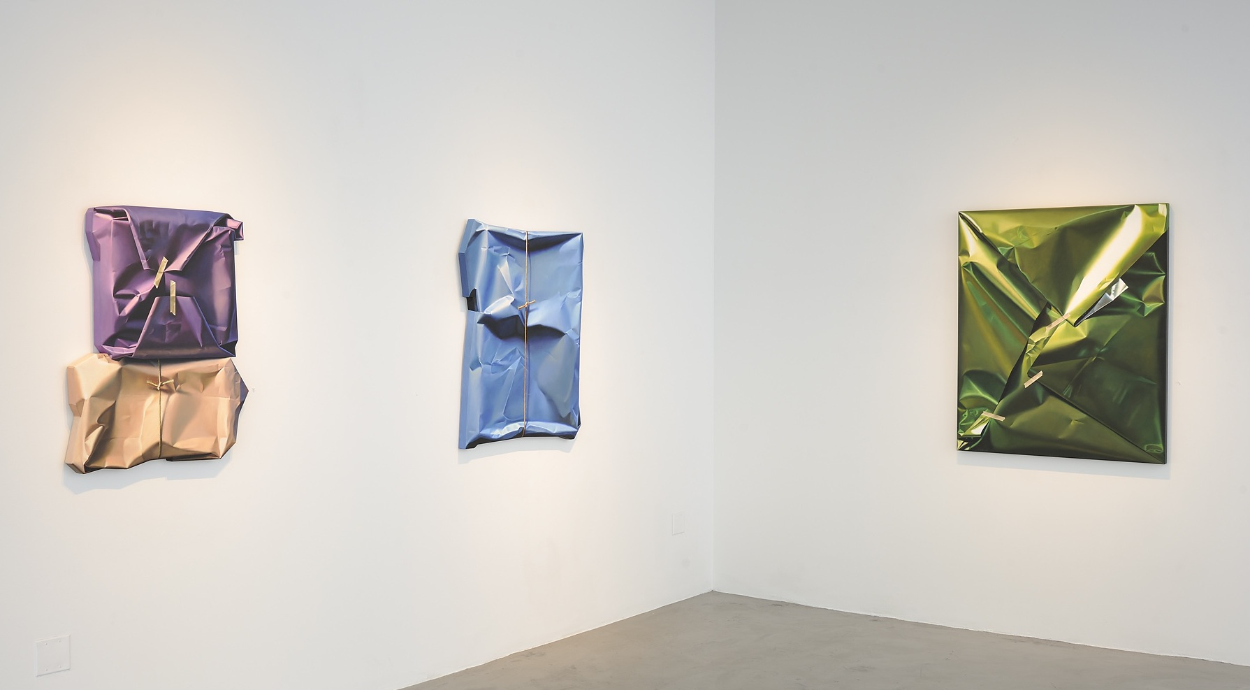 Cuadros de Yrjo Edelmann en exposición en la galería Scott Richards Contemporary Art de San Francisco