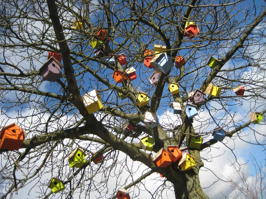 '250 birdhouses' - Thomas Dambo