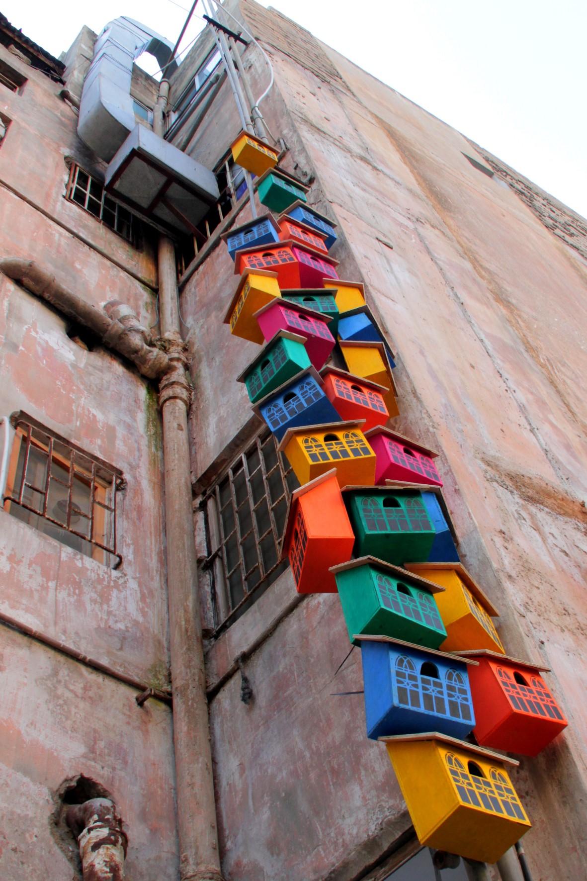 Casas para pájaros en Beirut - Thomas Dambo