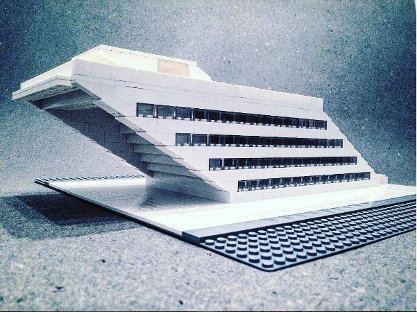 Arndt Schlaudraff reproduce el Dockland Office Building, un edificio de oficinas en el puerto de Hamburgo y diseñado por el estudio alemán BRT