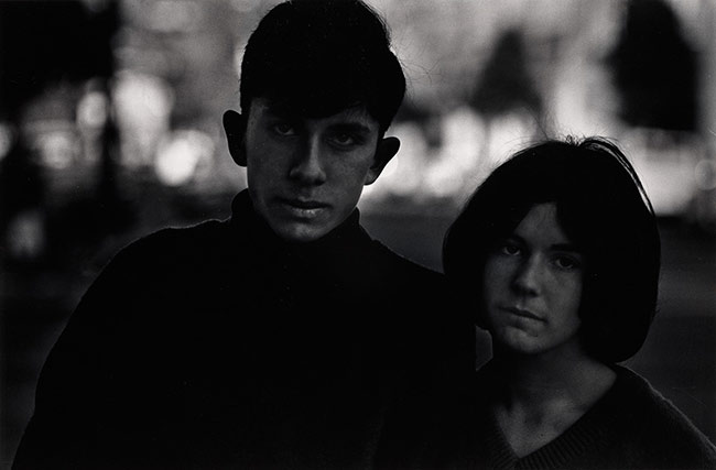 Santa Barbara, California, 1964 © Dave Heath - The Nelson-Atkins Museum, Kansas City, Missouri
