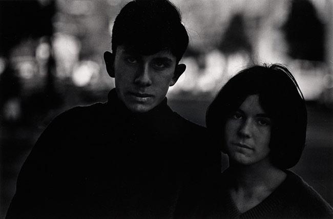 Santa Barbara, California, 1964 © Dave Heath - The Nelson-Atkins Museum, Kansas City, Missouri