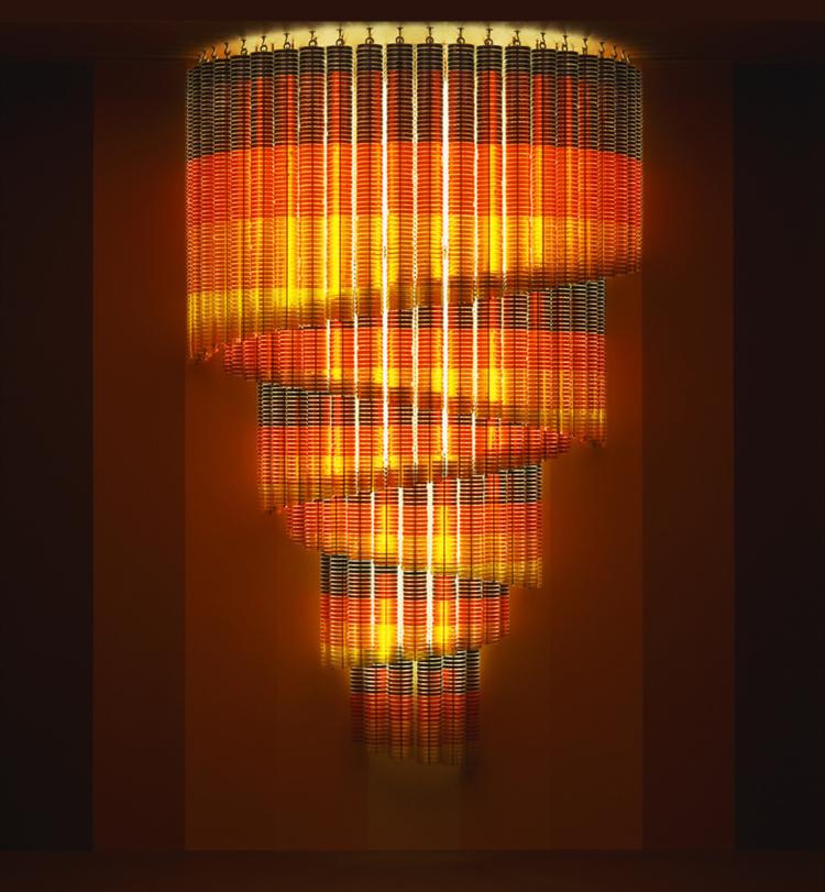 Instalación de la serie 'Tools of the Trade' hecha con placas de Petri - Stuart Haygarth - Foto: stuarthaygarth.com