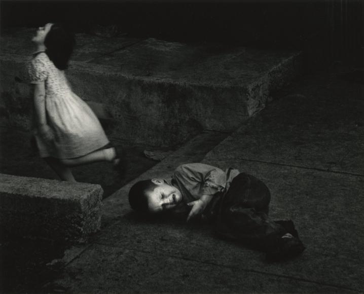 Vengeful Sister, Chicago, 1956 © Dave Heath - Howard Greenberg Gallery