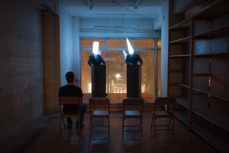 Imagen de la instalación 'Debate' de Georgios Cherouvim - Foto: ch3.gr