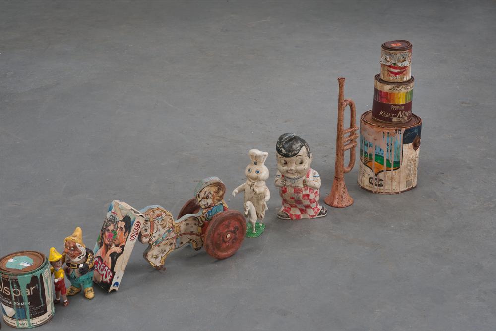 'Still Life As A Conga Line (detail)' - Kristen Morgin - Foto: www.zachfeuer.com