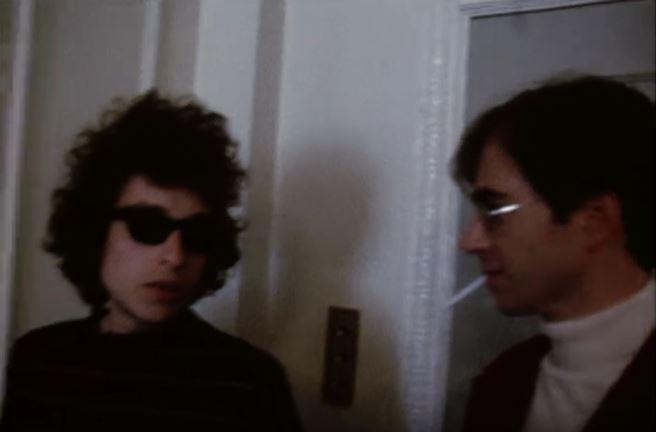 Dylan y el ingeniero de sonido Richard Alderson en un fotograma de las grabaciones en cine de la gira