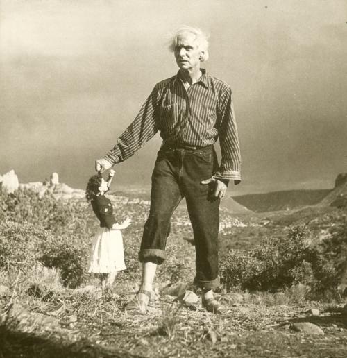 Ernst y Tanning en el diserto de Arizona, en un fotomontaje de Lee Miller