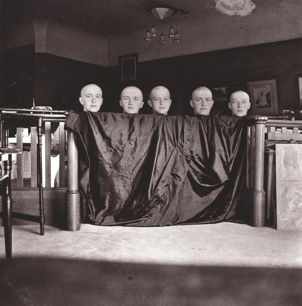 Pierre Gilliard (1879-1962) - Los cinco niños Romanov con la cabeza afeitada tras un ataque de sarampión. Tsarkoje Selo, febrero 1917. © Musée de l'Elysée, Lausanne
