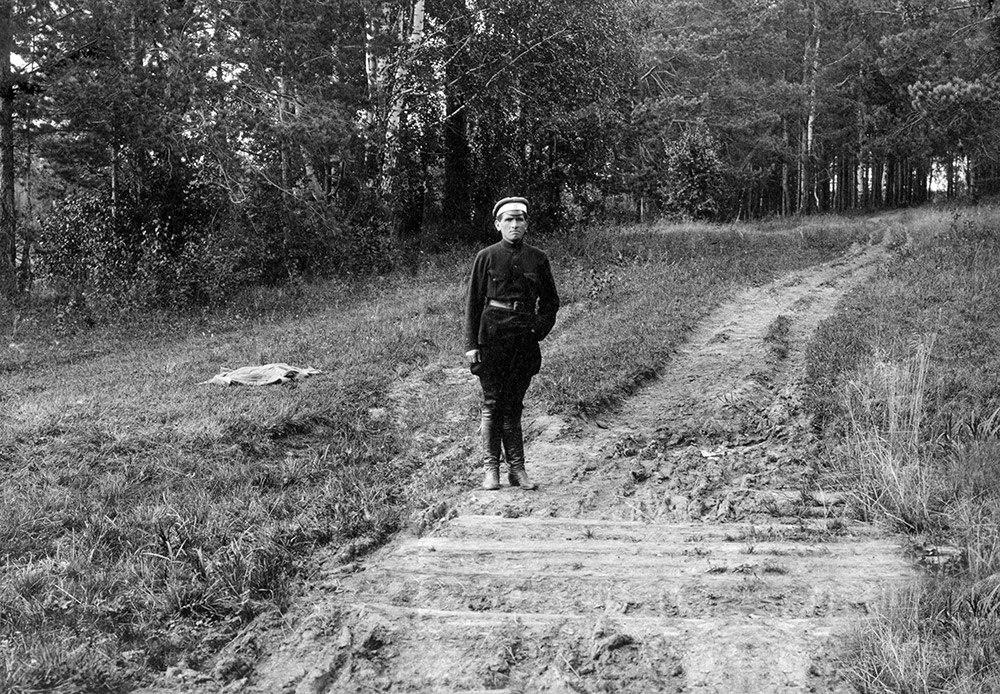 Piotr Ermakov sobre el lugar donde fueron enterrados los Románov - Foto: Dominio Público