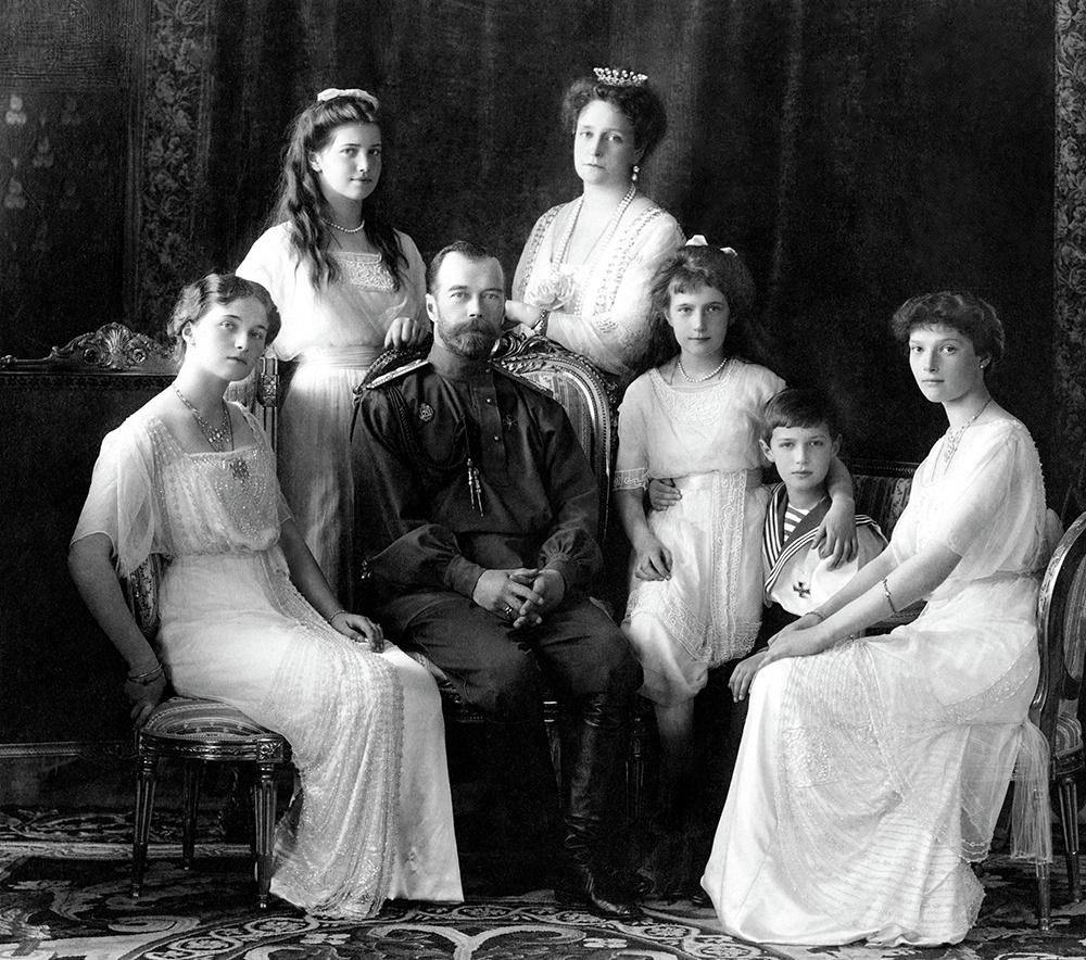 Buenos tiempos. Foto oficial de la familia imperial rusa en 1913 - Foto: Wikimedia Commons