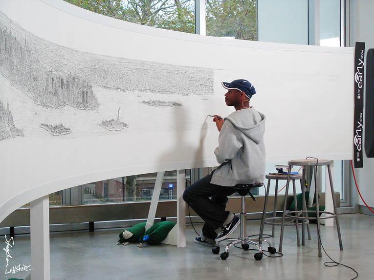 Stephen Wiltshire dibujando una panorámica de Nueva York - Foto: www.stephenwiltshire.co.uk