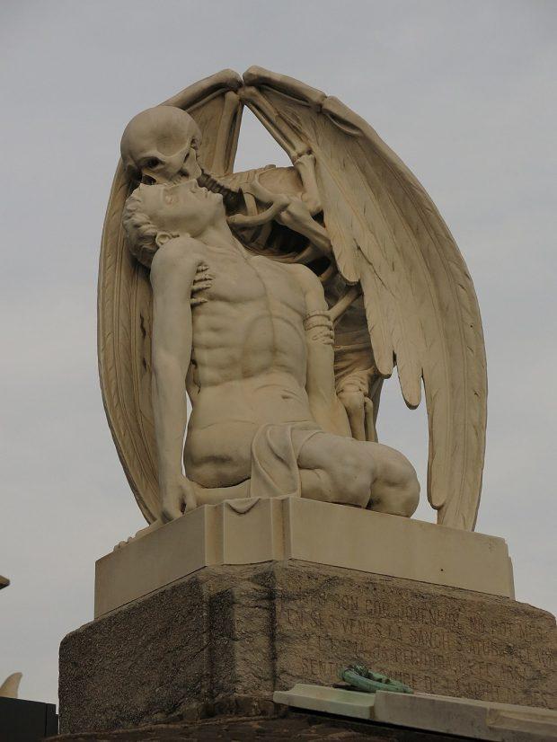 Cementiri del Poblenou, el Petó de la Mort. Enric. Wikimedia Commons.