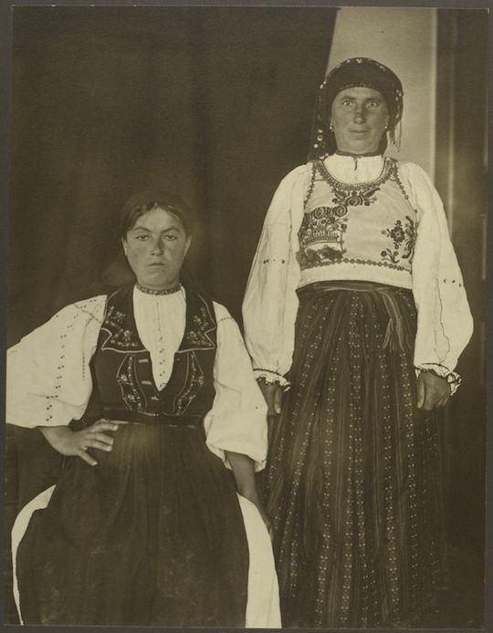 Mujeres rumanas. Augustus Sherman. New York Public Library.