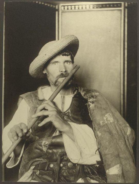 Flautista rumano. Augustus Sherman. New York Public Library.